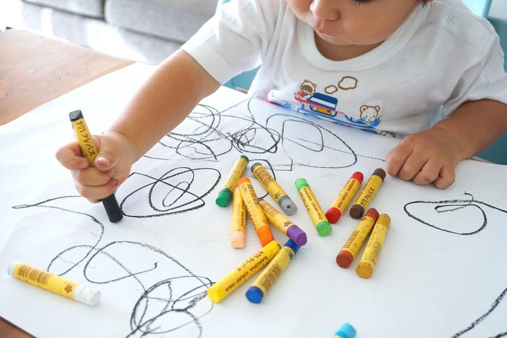 יצירתיות בצבעי הקשת - איך ביקור בחנות היצירה יעודד השראה אצל ילדים