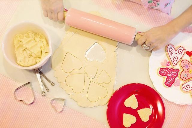אופים עוגיות עם הילדים: הופכים את המטבח לחוויה