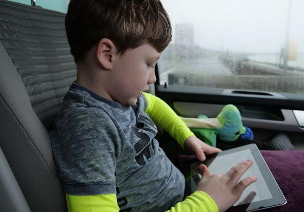 איך להגן על הילדים באינטרנט: המדריך המלא להורים