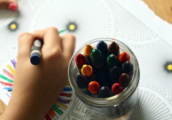 יצירתיות בצבעי הקשת: איך ביקור בחנות היצירה יעודד השראה אצל ילדים?