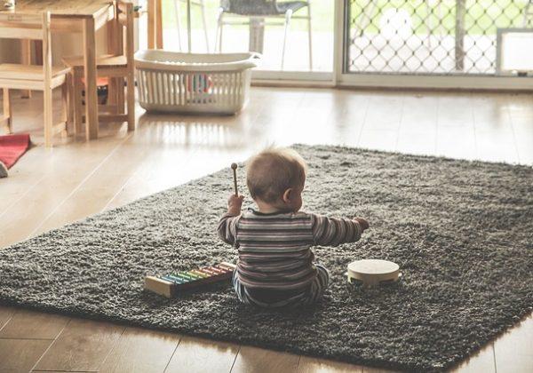 איך להפוך את הבית לבטוח יותר לילדים
